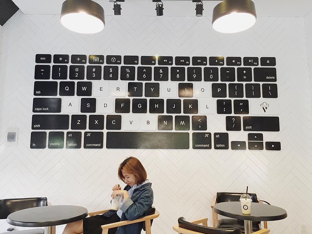 dn-8-quan-cafe-background-ton-sur-ton-don-tim-cac-tin-do-song-ao-20