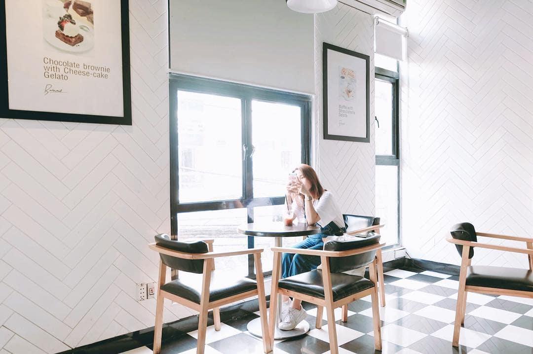 dn-8-quan-cafe-background-ton-sur-ton-don-tim-cac-tin-do-song-ao-21