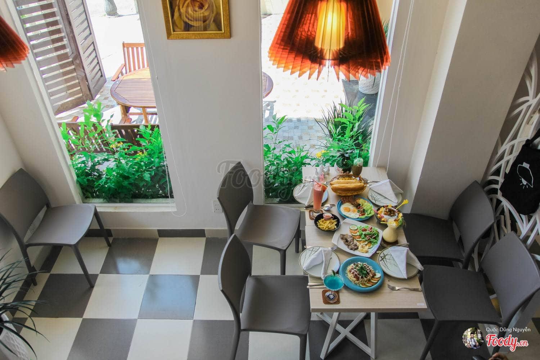 dn-8-quan-cafe-background-ton-sur-ton-don-tim-cac-tin-do-song-ao-28
