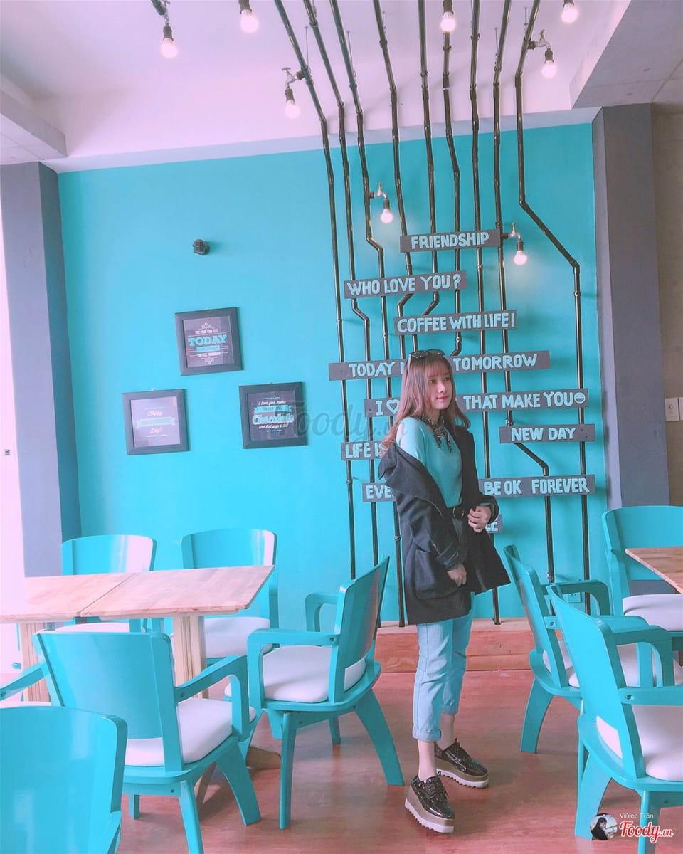 dn-8-quan-cafe-background-ton-sur-ton-don-tim-cac-tin-do-song-ao-34