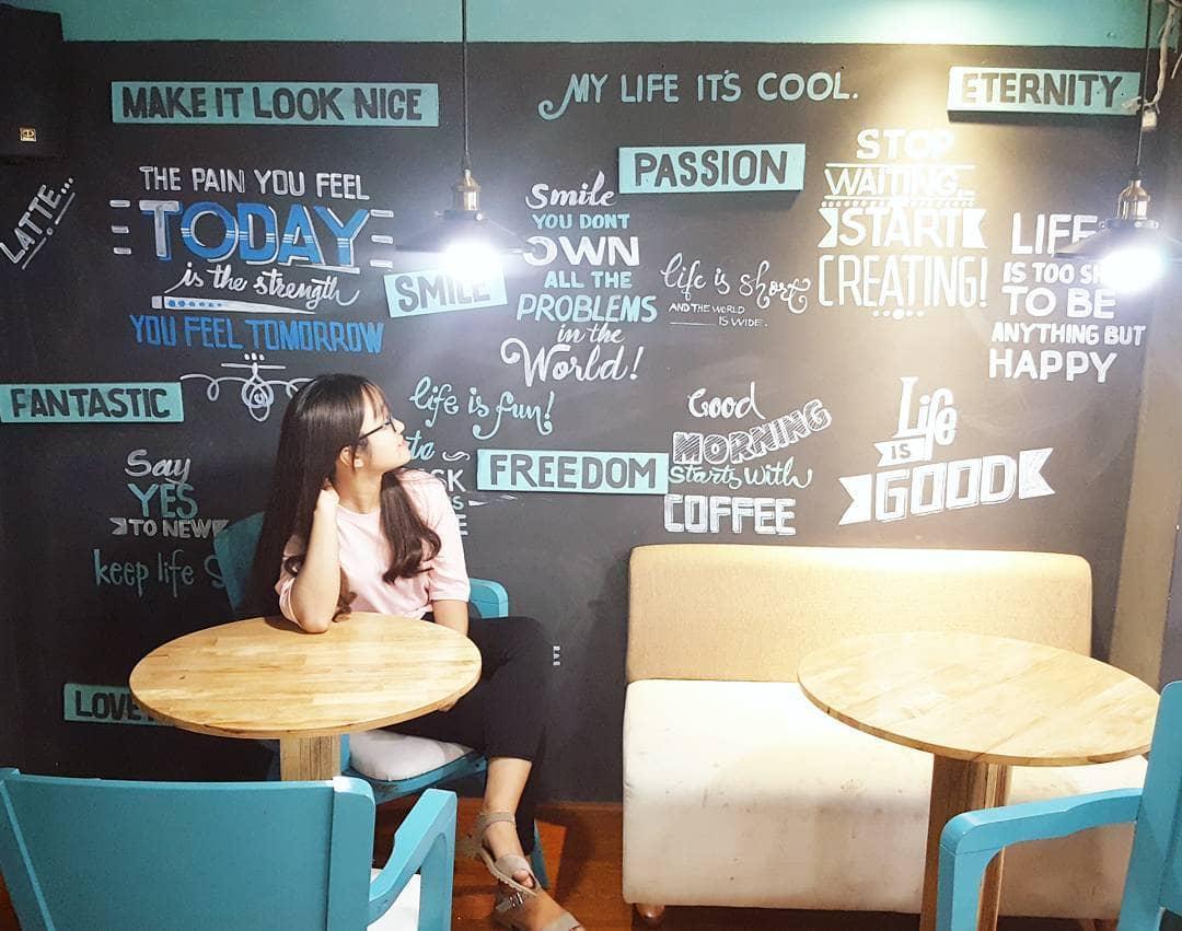 dn-8-quan-cafe-background-ton-sur-ton-don-tim-cac-tin-do-song-ao-35