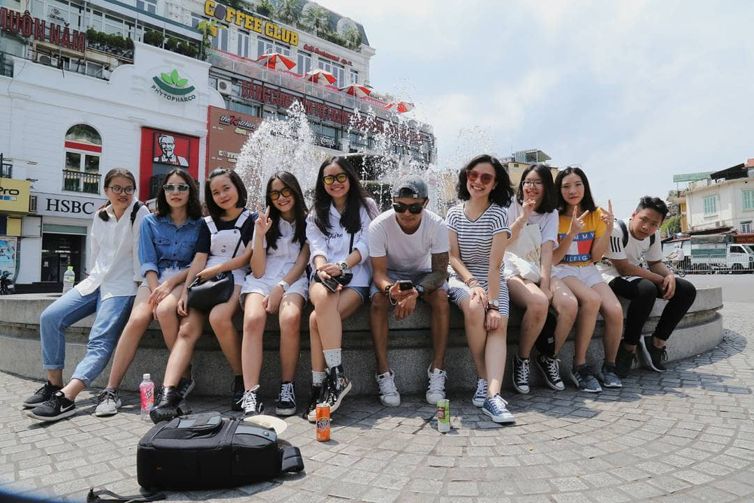 mach-nuoc-ca-loat-diem-chup-anh-song-ao-ootd-chat-lu-quanh-ha-noi-16