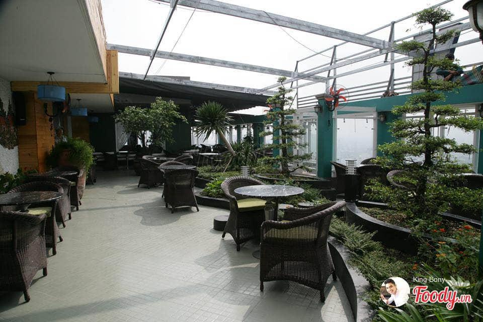 nhung-quan-cafe-san-thuong-ngam-may-bay-o-sai-gon-2