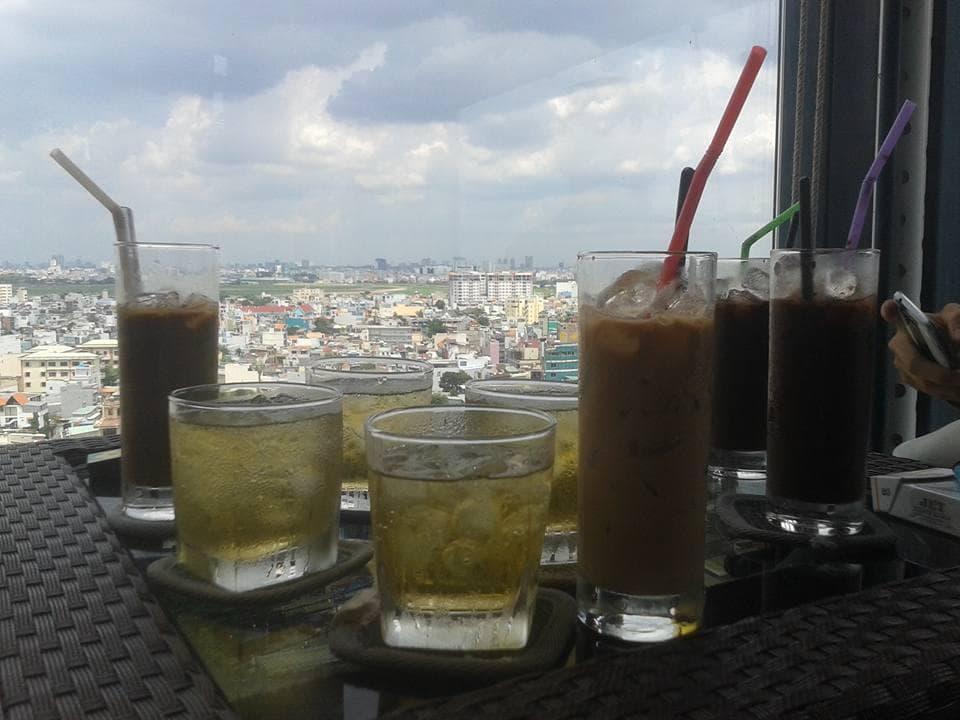 nhung-quan-cafe-san-thuong-ngam-may-bay-o-sai-gon-20