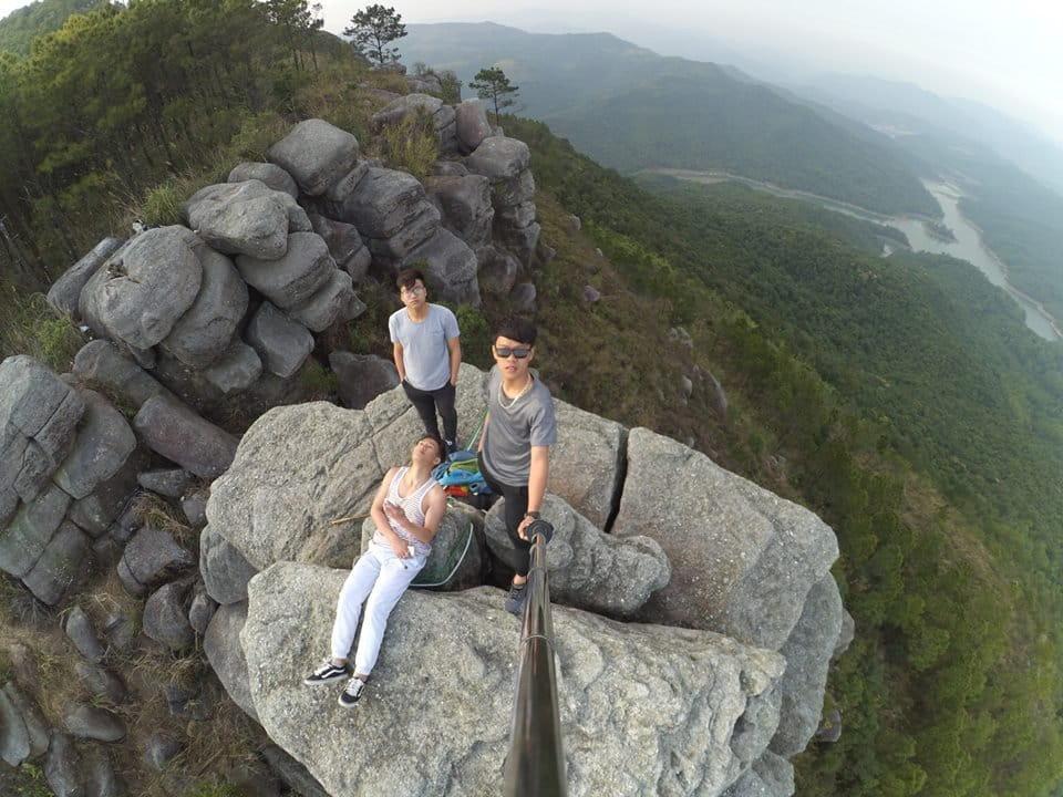 om-tim-hoc-kinh-nghiem-trekking-nui-da-chong-doc-nhat-viet-nam-ai-cung-muon-thu-25