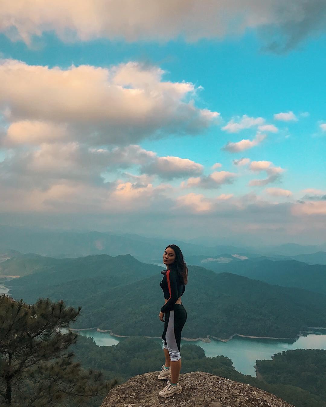 om-tim-hoc-kinh-nghiem-trekking-nui-da-chong-doc-nhat-viet-nam-ai-cung-muon-thu-27